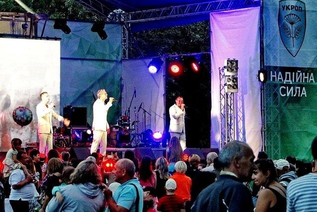 Концерт кращих в Україні виконавців авторської пісні та поп-класики тріо «S-Klass» пройшов за підтримки Геннадія Корбана, фото-5