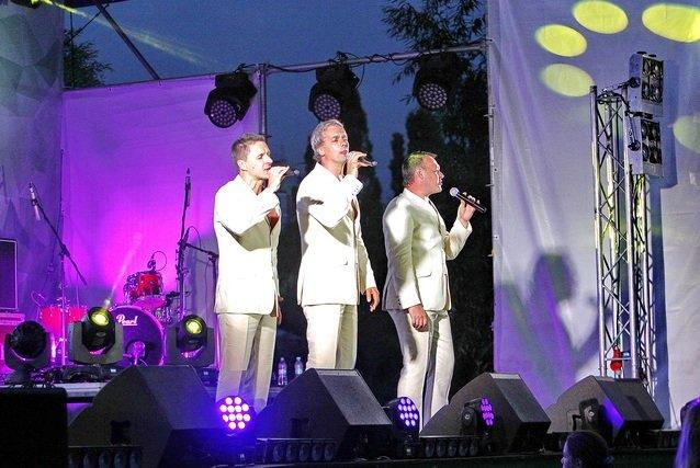 Концерт кращих в Україні виконавців авторської пісні та поп-класики тріо «S-Klass» пройшов за підтримки Геннадія Корбана, фото-14
