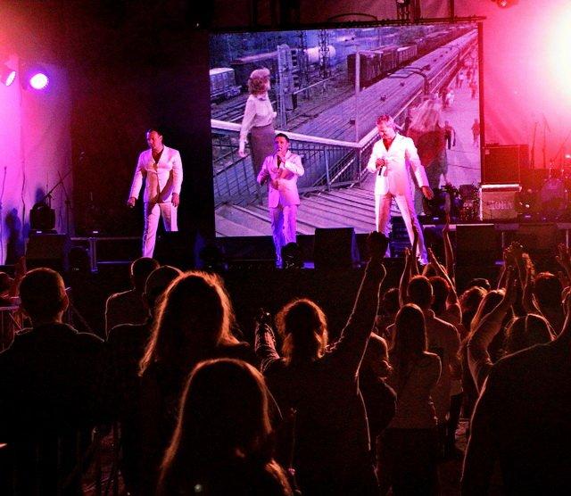 Концерт кращих в Україні виконавців авторської пісні та поп-класики тріо «S-Klass» пройшов за підтримки Геннадія Корбана, фото-24