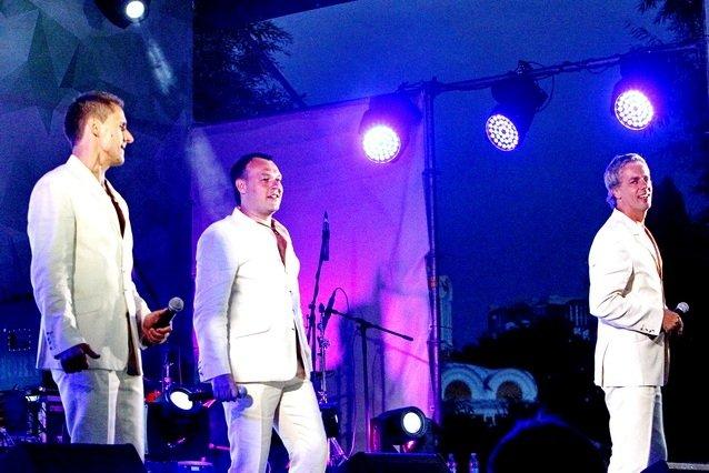 Концерт кращих в Україні виконавців авторської пісні та поп-класики тріо «S-Klass» пройшов за підтримки Геннадія Корбана, фото-10