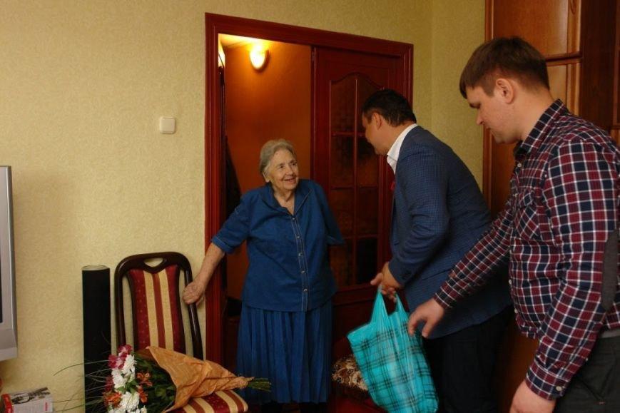 Максим Микитась з нагоди Дня Перемоги подарунками привітав ветеранів міста та області, фото-5