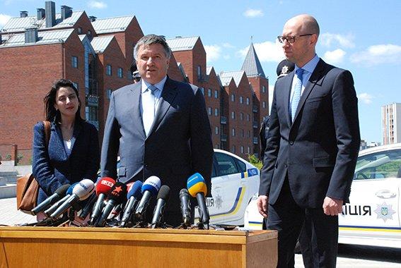 Арсений Яценюк прибыл с рабочим визитом в Днепропетровскую область (фото) - фото 1