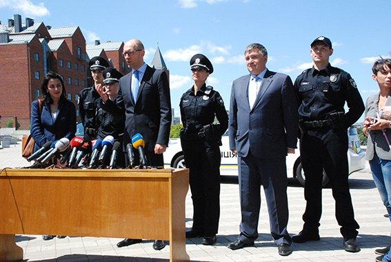 Арсений Яценюк прибыл с рабочим визитом в Днепропетровскую область (фото) - фото 2