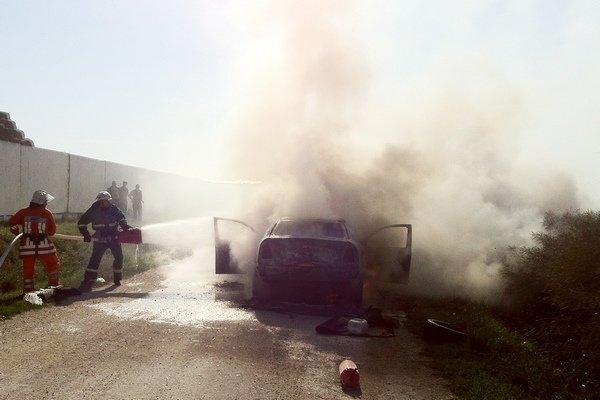 На Тернопільщині ледь не згорів дотла автомобіль (ФОТО, ВІДЕО) (фото) - фото 1