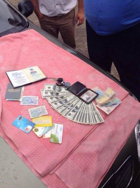 Участковый из Черниговской области оценил себя в 2 тысячи долларов (фото) - фото 1
