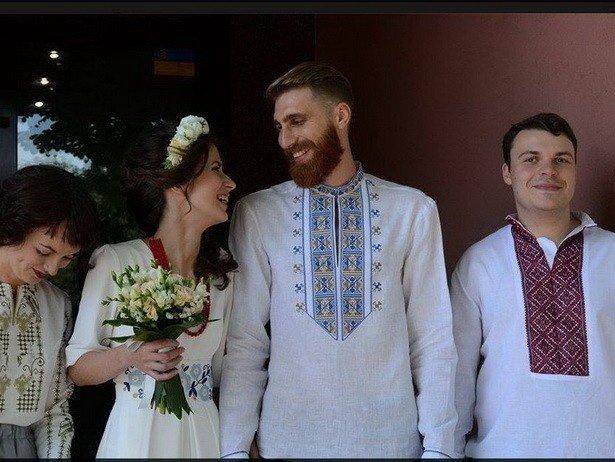 Мариупольчанку со свадьбой поздравил Арсений Яценюк (фото) - фото 1