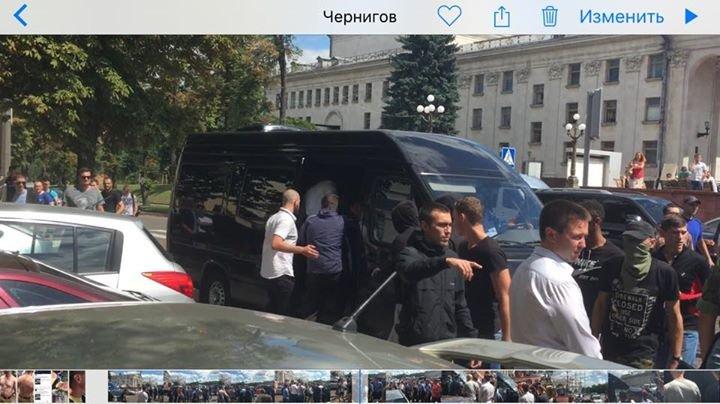 Мариупольского шоумена Дурнева избили нардепы в Чернигове (ВИДЕО+ФОТО), фото-3