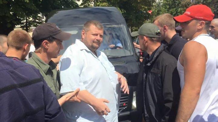 Мариупольского шоумена Дурнева избили нардепы в Чернигове (ВИДЕО+ФОТО), фото-1