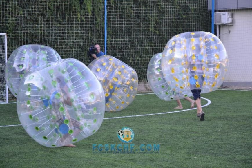 В Севастополе провели матчи по футболу в шарах (ФОТО, ВИДЕО) (фото) - фото 2