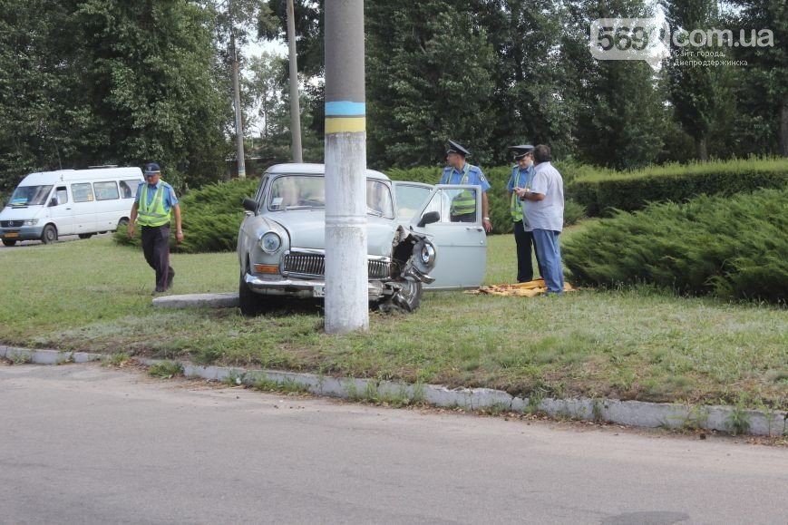 В Днепродзержинске на развилке в районе Набережной произошло ДТП (фото) - фото 1