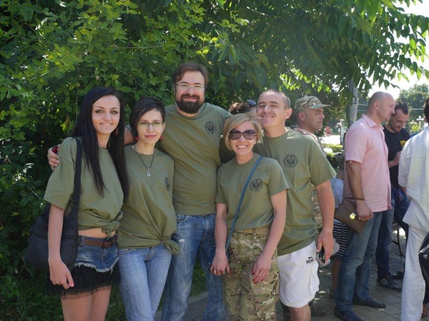 Тернопільських волонтерів, які вже рік збирають допомогу для бійців, урочисто нагородили (ФОТОРЕПОРТАЖ) (фото) - фото 1