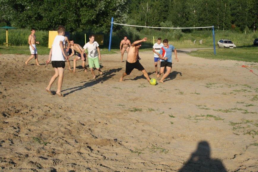 У Конотопі на змаганнях з пляжного футболу перемогла команда вулиці Лісового(ФОТО), фото-1