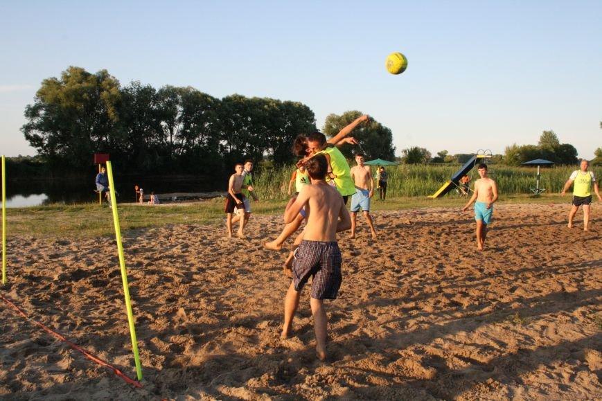 У Конотопі на змаганнях з пляжного футболу перемогла команда вулиці Лісового(ФОТО), фото-3
