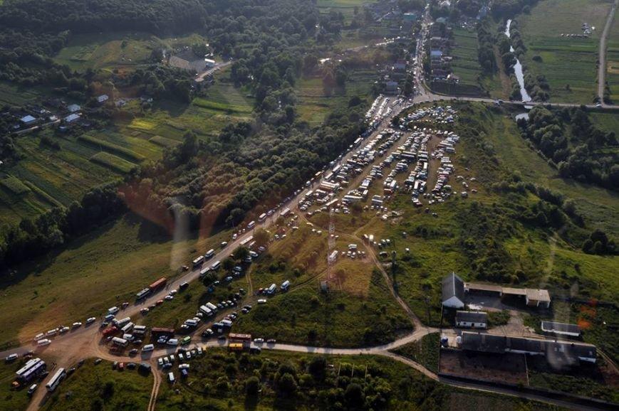 Тисячі прочан, наметів, автобусів та автомоблів – як вигладала Зарваниця з неба під час Всеукраїнської прощі (ФОТО) (фото) - фото 1