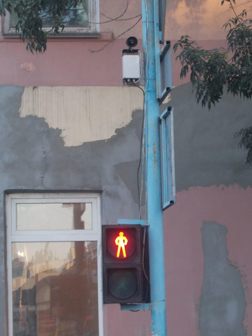 В Бердянске продолжают устанавливать звуковые устройства на светофорах (фото) - фото 4