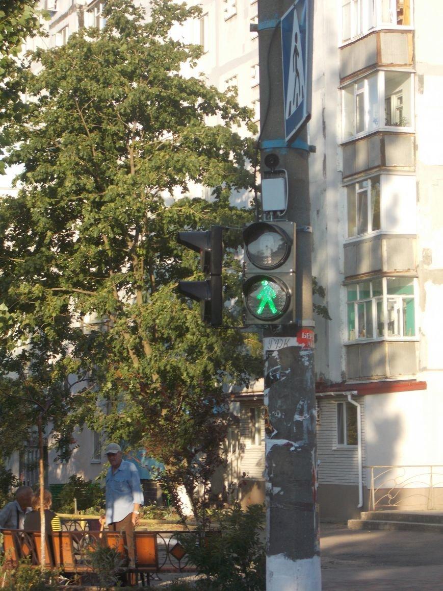 В Бердянске продолжают устанавливать звуковые устройства на светофорах (фото) - фото 1