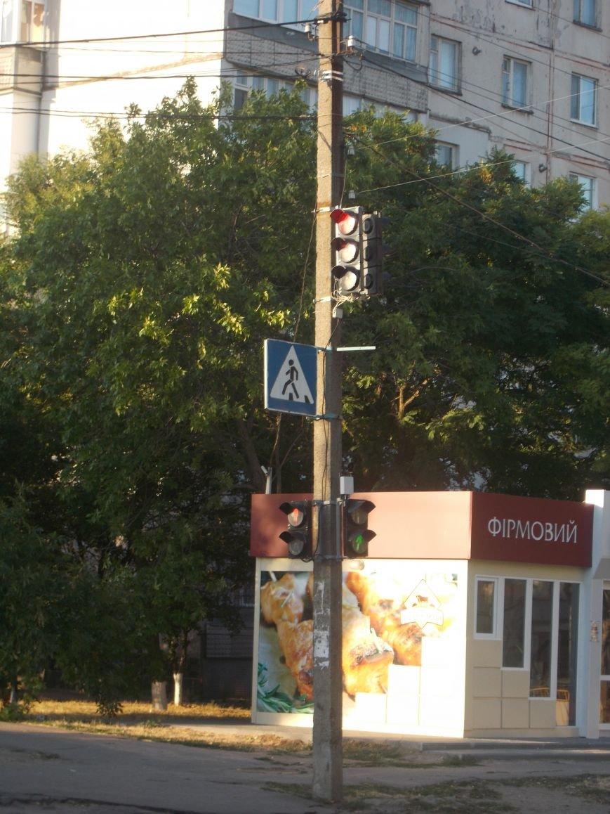 В Бердянске продолжают устанавливать звуковые устройства на светофорах (фото) - фото 2