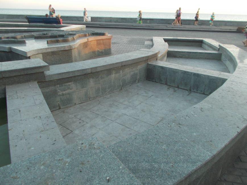 Многострадальный фонтан с макетом Бердянской косы снова частично не работает (фото) - фото 3