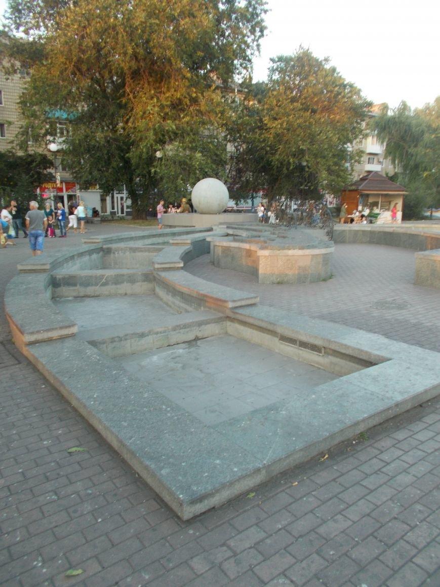 Многострадальный фонтан с макетом Бердянской косы снова частично не работает (фото) - фото 2