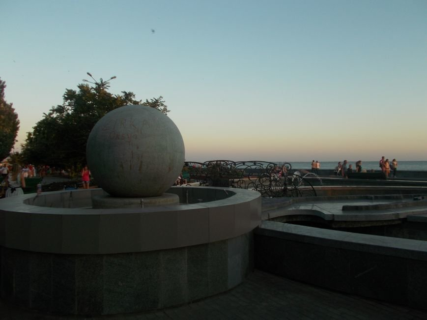 Многострадальный фонтан с макетом Бердянской косы снова частично не работает (фото) - фото 1