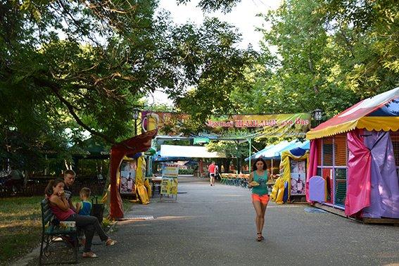 В николаевском парке провели рейд по выявлению нарушений правил торговли (ФОТО) (фото) - фото 2