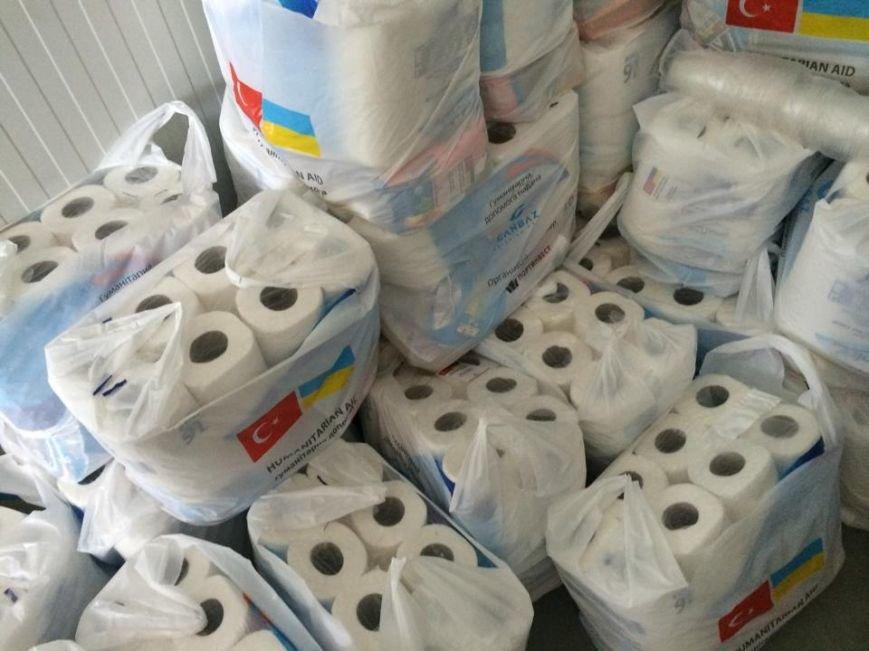 В Мариуполь по морю пришел турецкий трикотаж, макароны, туалетная бумага (ФОТО), фото-6