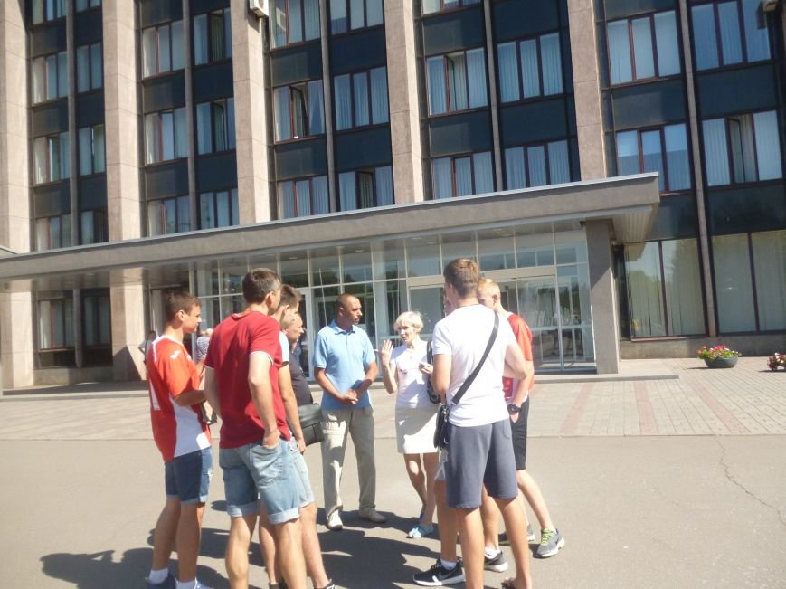 Представители футбольного «Кривбасса» пытались достучаться к депутатам горсовета  (ФОТО) (фото) - фото 2