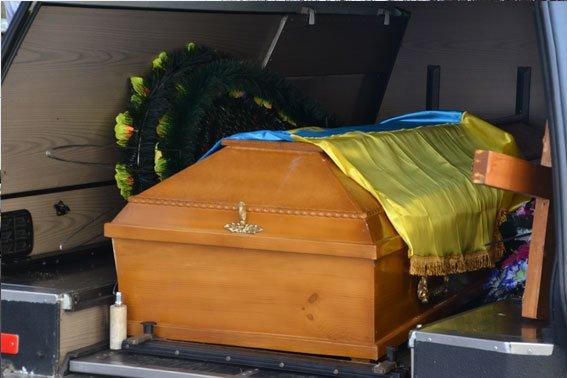 У Львові поховали Героя, який загинув в зоні бойових дій 13 лютого 2015 року (ФОТО) (фото) - фото 2