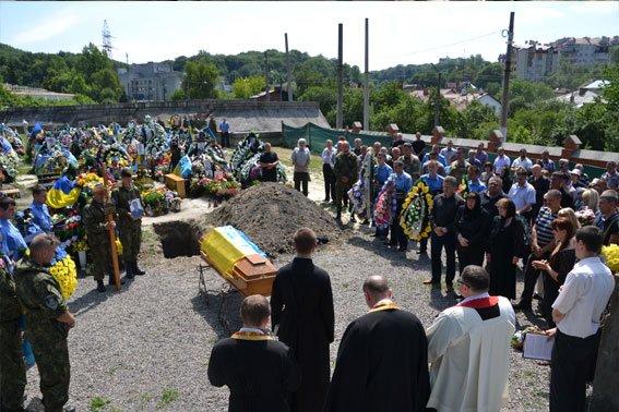 У Львові поховали Героя, який загинув в зоні бойових дій 13 лютого 2015 року (ФОТО) (фото) - фото 4