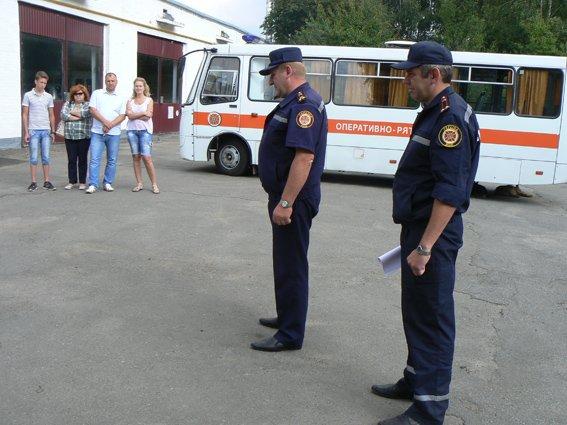 8 хмельницьких рятувальників відправились у зону проведення АТО, аби замінти своїх колег (фото) - фото 1