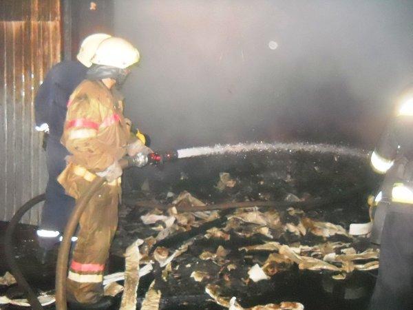 В Голосеевском районе спасатели потушили масштабный пожар на складах (ФОТО, ВИДЕО) (фото) - фото 1
