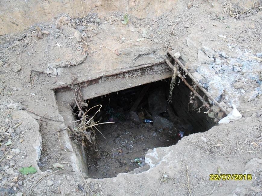 В Кривом Роге «черные металлисты» воруют крышки люков и погребов даже вокруг садиков (ФОТО) (фото) - фото 1
