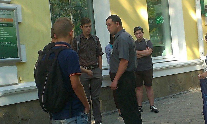 Активисты «Студенческой Свободы» Никополя провели акцию «Сбербанк России - банк оккупант!» (фото) - фото 2