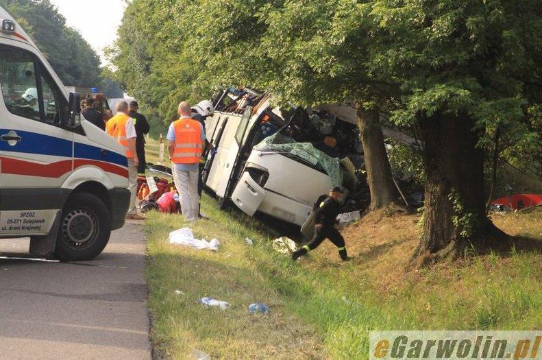 У ДТП за участю прикарпатського автобуса загинуло 5 людей (ФОТО) (фото) - фото 9