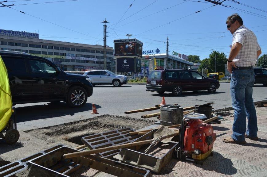 В центре Симферополя ремонтируют ливневки (ФОТОФАКТ) (фото) - фото 1