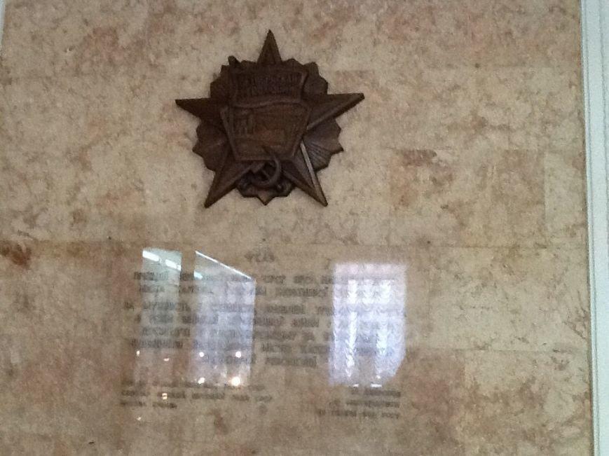 В Харьковском горсовете «не дошли руки» снять советские ордена внутри здания (ФОТОФАКТ) (фото) - фото 1
