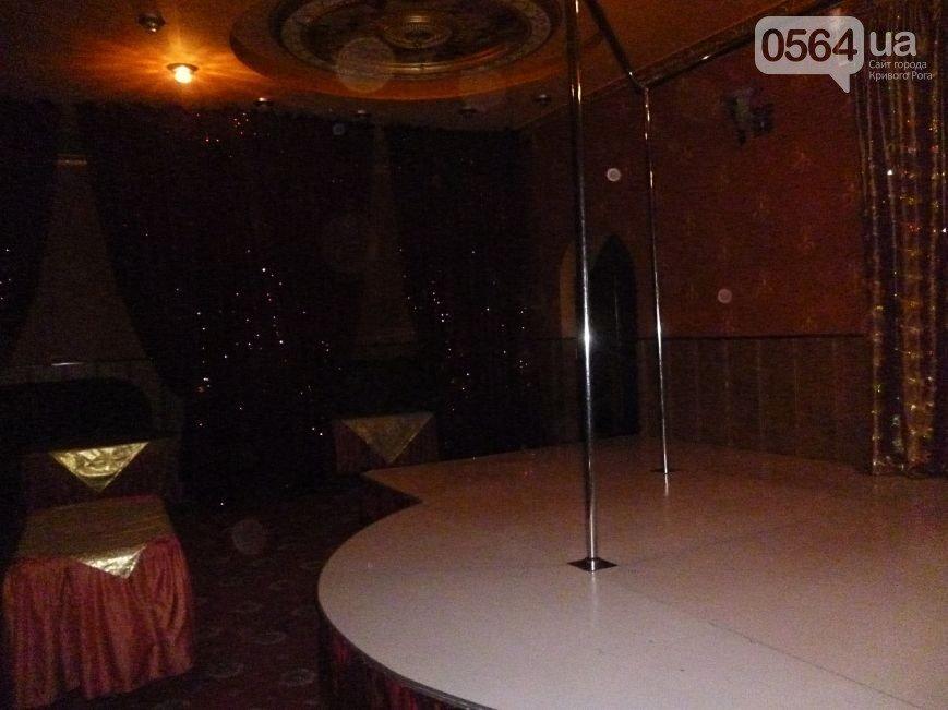 В Кривом Роге: выявили «клуб», где оказывались интимные услуги, «Десятка» влетела в маршрутку, работы на мосту №7 могут остановить (фото) - фото 1