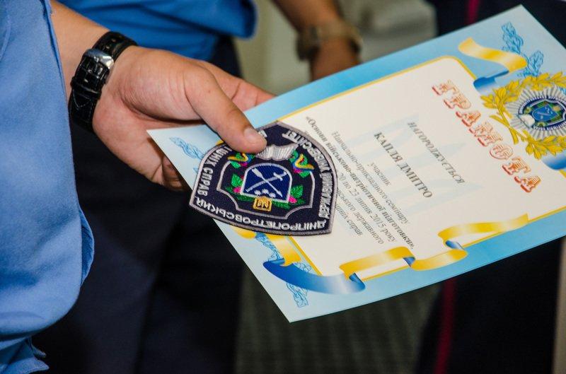 Днепродзержинские старшеклассники получили шевроны «молодого курсанта» (фото) - фото 4