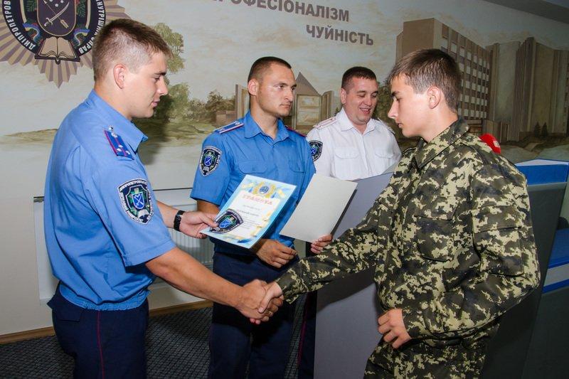 Днепродзержинские старшеклассники получили шевроны «молодого курсанта» (фото) - фото 3