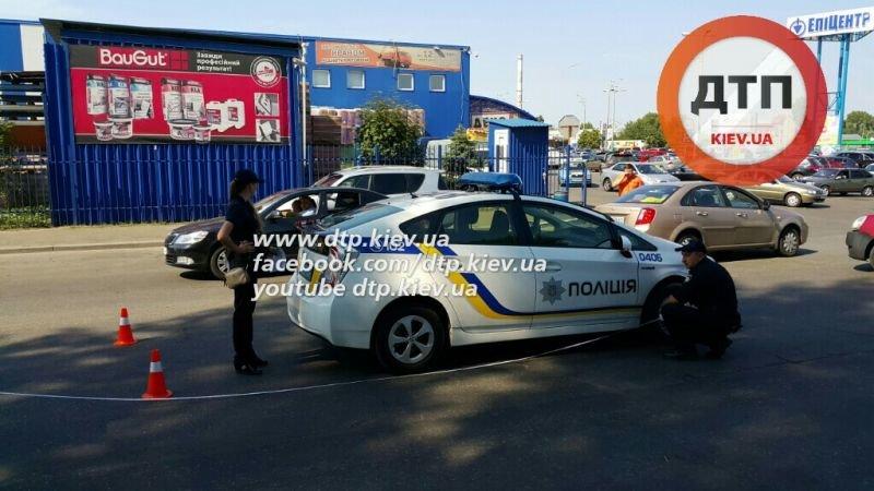 В Киеве снова ДТП с участием автомобиля патрульных, пострадала беременная девушка (ФОТО) (фото) - фото 1