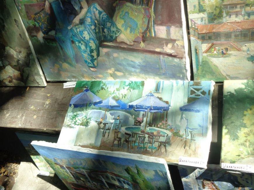 В Алупке прошла выставка под открытым небом студентов Петербургской академии художеств (фото) - фото 1
