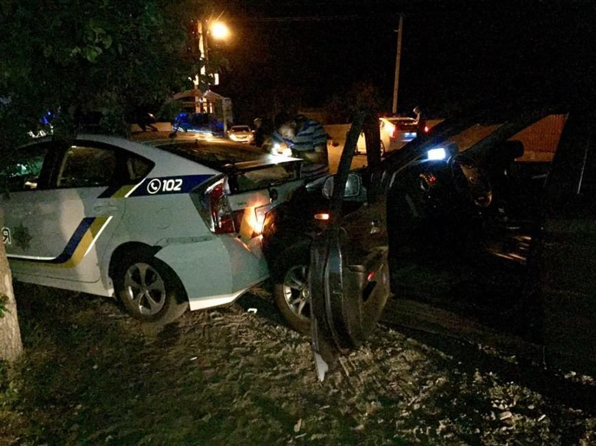 Под Киевом водитель на авто разбил несколько машин полицейских (Дополнено ФОТО) (фото) - фото 1