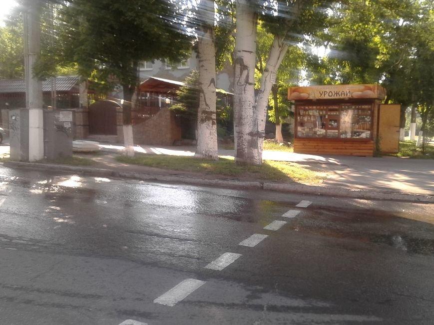 По проспекту Нахимова в Мариуполе льется вода (ФОТО), фото-1