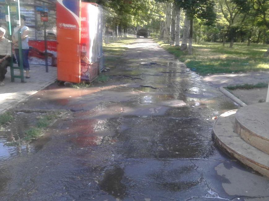 По проспекту Нахимова в Мариуполе льется вода (ФОТО), фото-3