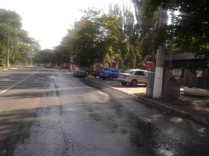 По проспекту Нахимова в Мариуполе льется вода (ФОТО), фото-2