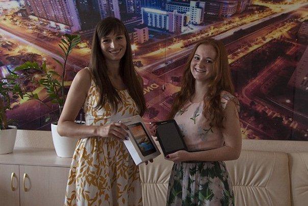 Победительница конкурса «Королева Оранжевое Лето» стала обладательницей планшета (фото) - фото 2