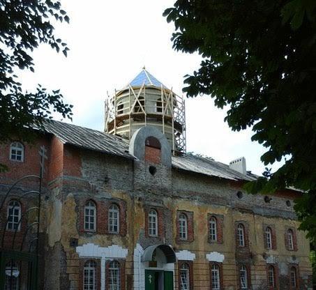 над церковью Петра Могилы в Мариуполе подняли купола (ФОТО) (фото) - фото 1