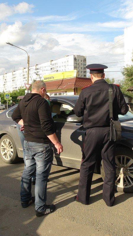В Щербинке инспекторы ОБ ДПС ГИБДД по ТиНАО пресекли предпринимательскую деятельность без специального разрешения (фото) - фото 1