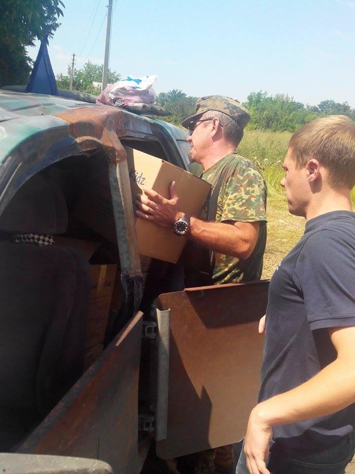 Армия волонтеров Красноармейска продолжает выполнять свою миссию - помогать людям, живущим в зоне АТО (фото) - фото 1