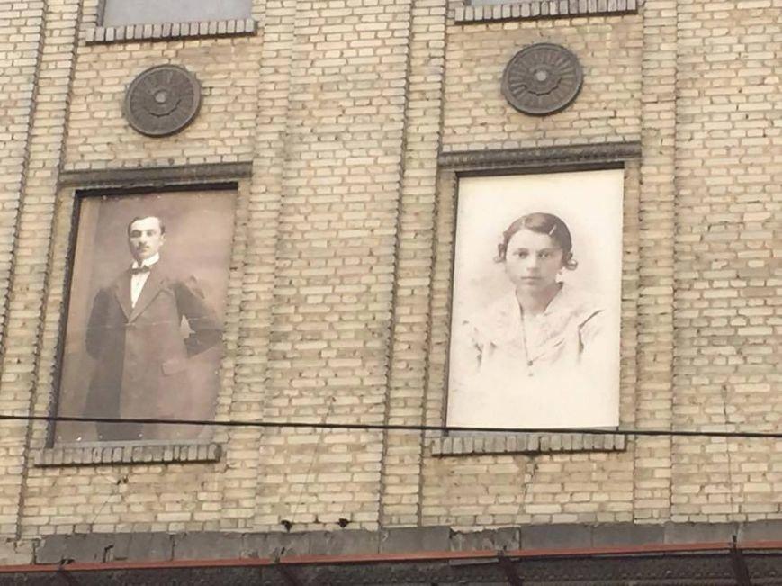 В Киеве здание бывшей гостиницы украсили старинными фотопортретами (ФОТО) (фото) - фото 1
